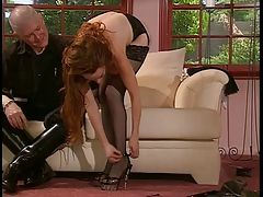 Older stud gets babe to walk in...